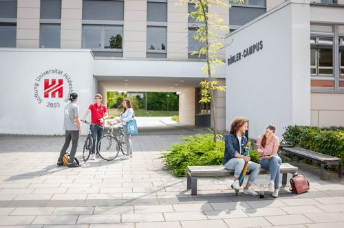 2018_09_18_Uni_Pool_Inside_DKP_HI_472_Buehler-Campus_Studium_Foto Daniel Kunzfeld-bearb.jpg