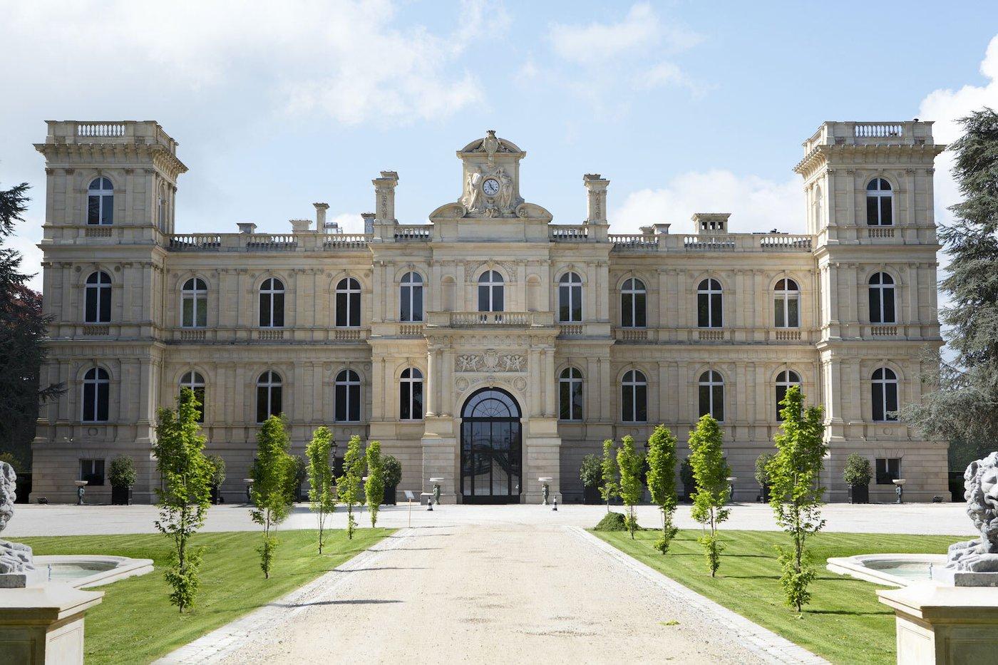Chateau de Ferrieres.jpg
