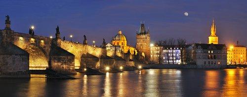 Charles Bridge, Prague.jpg